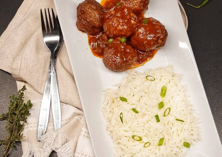 Meatballs in tomato and red wine sauce