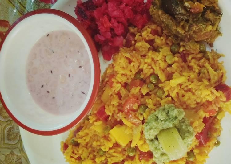 Use Food to Improve Your Mood Vegtable Pulao,bundi raita,amla chutney aur beetrot radish salad