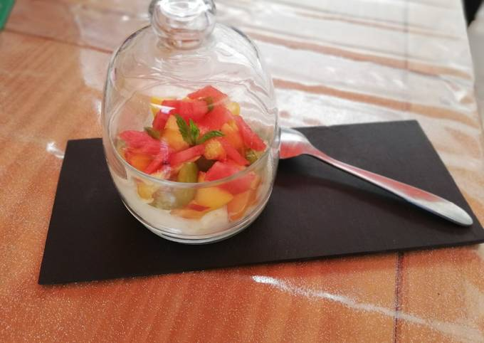 Pavlova de fruits d'été en verrine