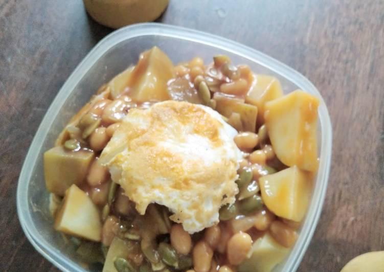English Breakfast-style Patatas Bravas
