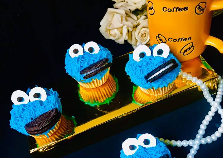 Cookie Monster Cupcakes (Hidden Oreo/Cookie Cupcake)