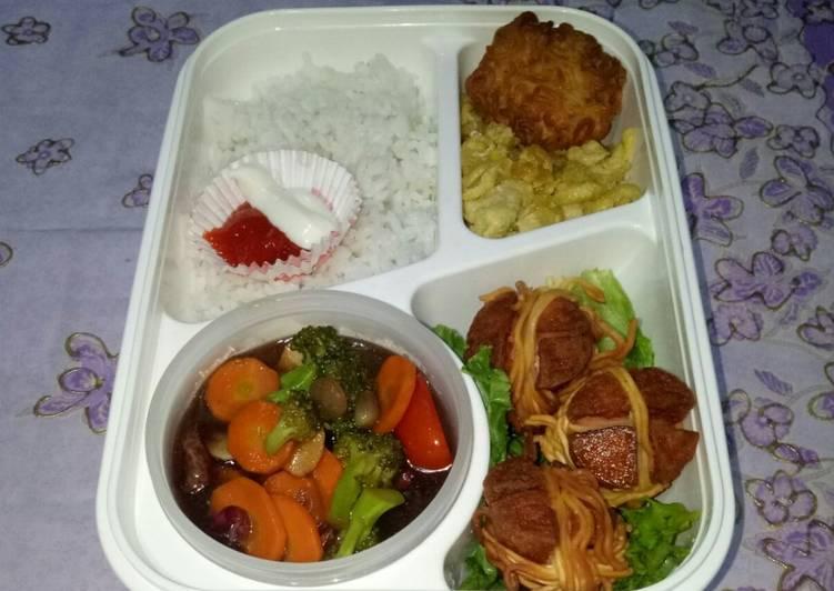 Resep BEKAL SUAMI (sosis lilit, mie rambutan, brokoli wortel saus tiram) Favorit