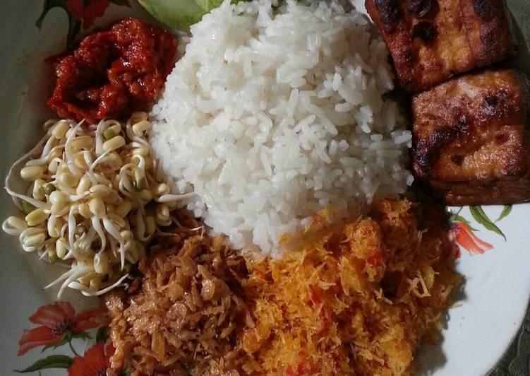 Nasi ulam betawi (seadanya) 😀
