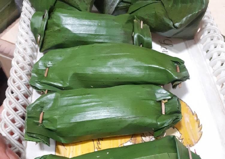 Pepes/Brengkes bakar isi kelapa dan ikan pindang