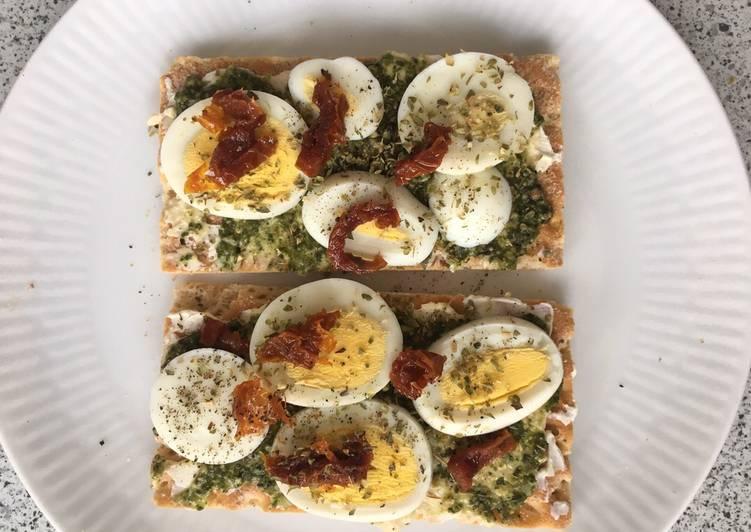 Recipe of Quick Eggs and crisp bread