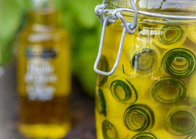 Courgettes marinées à l'huile d'olive au citron