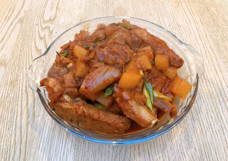 Korean kimchi pork rib stew
