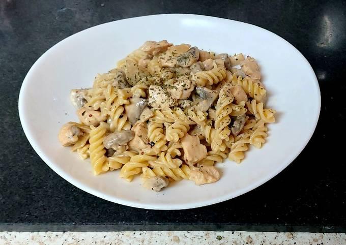My Garlic Mushroom & Chicken mixed in pasta 😘#Mainmeal