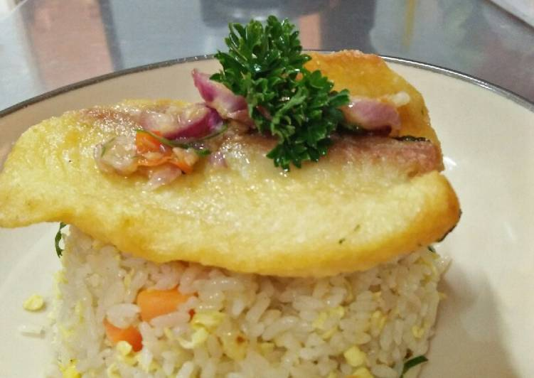 Nasi goreng ikan dori sambal matah