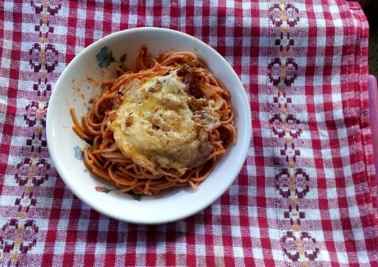 5 Minute Steps to Prepare Cooking Jollof Spaghetti and Fried Egg