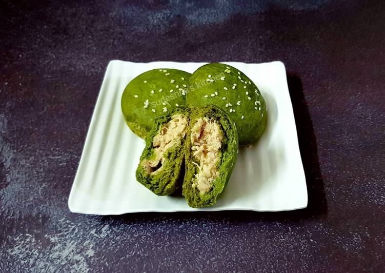 Steps to Make Ultimate Palak Chicken Buns