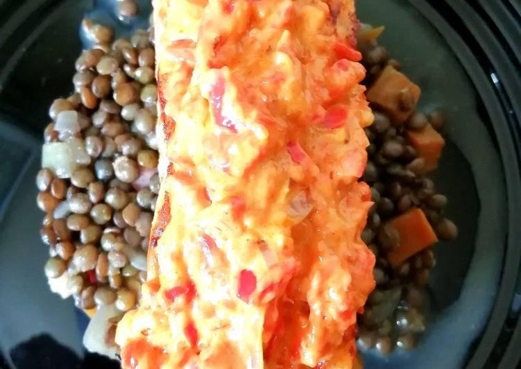Les Meilleures Recettes de Saumon poêlé aux lentilles vertes du Puy et sa sauce poivron