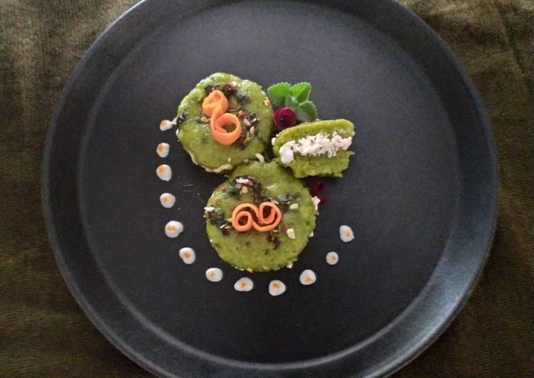 Paneer Stuffed Spinach Dhokla Cake