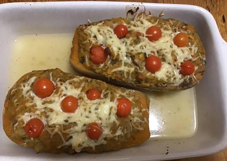 Comment faire Préparer Savoureux Courge butternut farcie blettes chair à saucisse à l emmental et tomates cerises