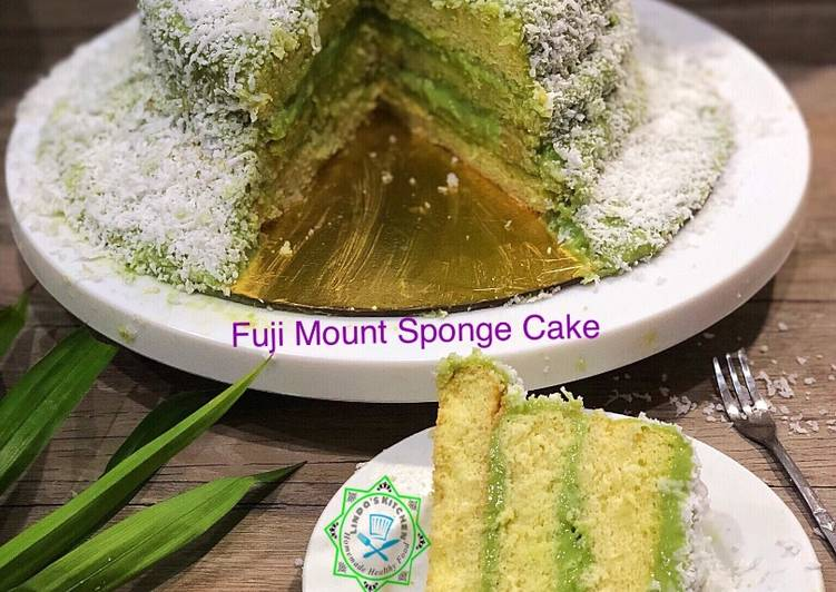 Sponge cake with pandan coconut pastry cream (Fuji mountain sponge cake)