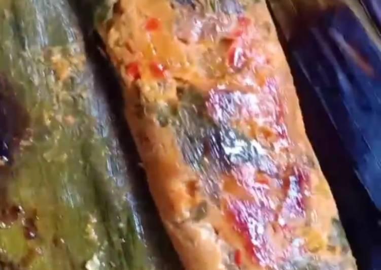 Pepes tuna kemangi ala paon cemplong moglong