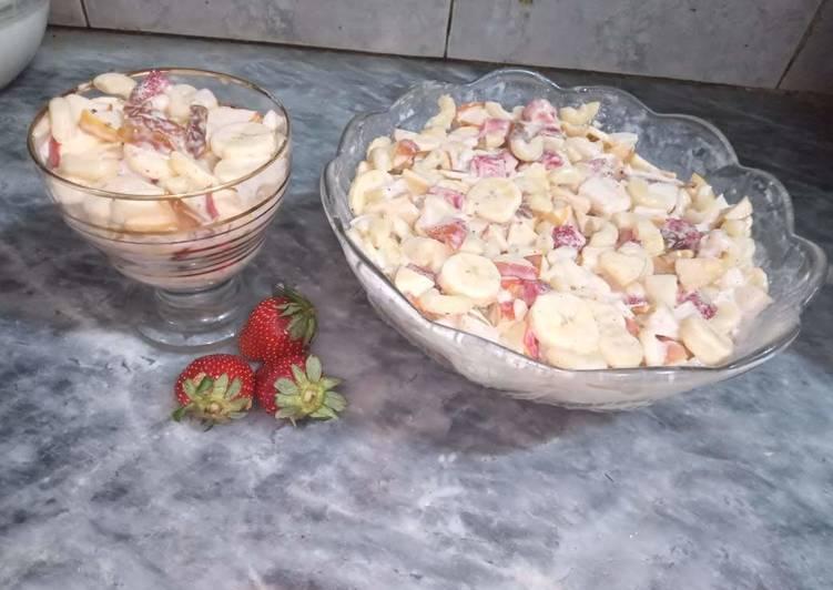 Macaroni creamy fruits salad