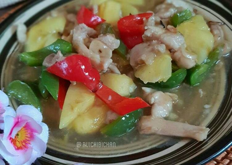 Paprika tumis nanas ayam (Bell peppers w/ pineapples & chicken)