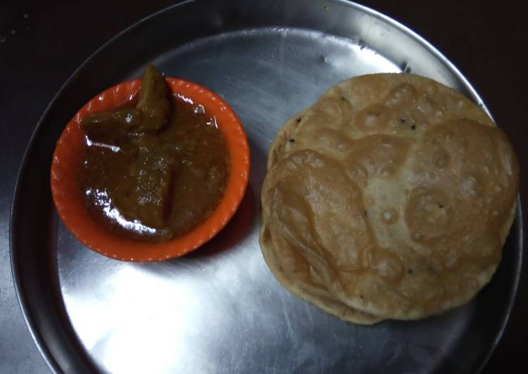 Chicken curry and puri
