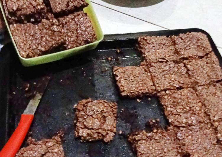 Coklat kacang fudgy tanpa tepung
