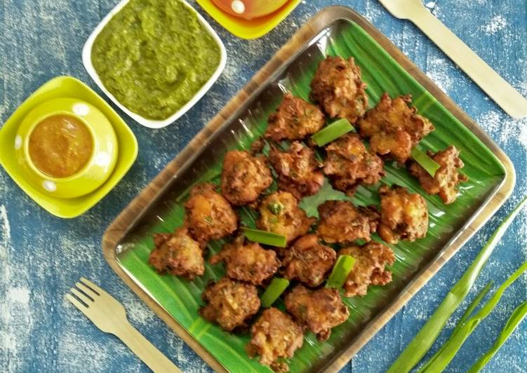 Simple Way to Make Most Popular Phodshi Kolambi Chi Bhaji (Grassy Leafy Veg And Shrimp Fritters)