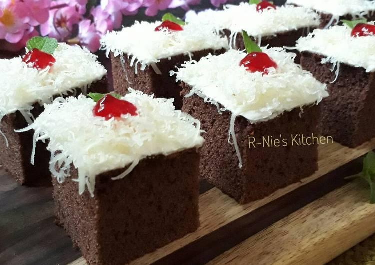 Sponge Cake Coklat Potong
