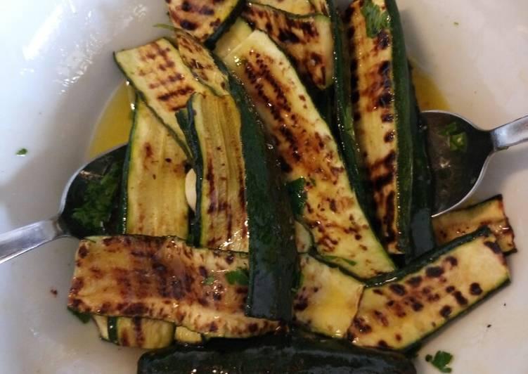 Insalata di zucchine alla griglia grilled courgette salad