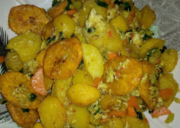 Recipe of Any-night-of-the-week Fried plantain and potato with egg