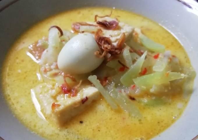 Lontong Sayur isi Labu Siam, Tahu & Telur Puyuh