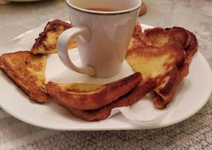 French toast bread with tea