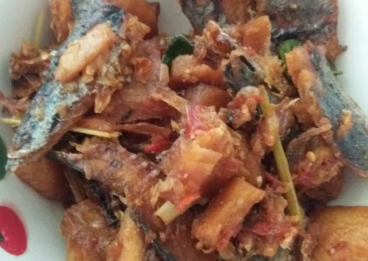 Ikan asin hiu pedas