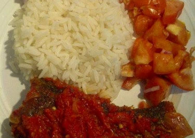 Step-by-Step Guide to Prepare Pepper fried fish with boiled rice and sliced tomatoes