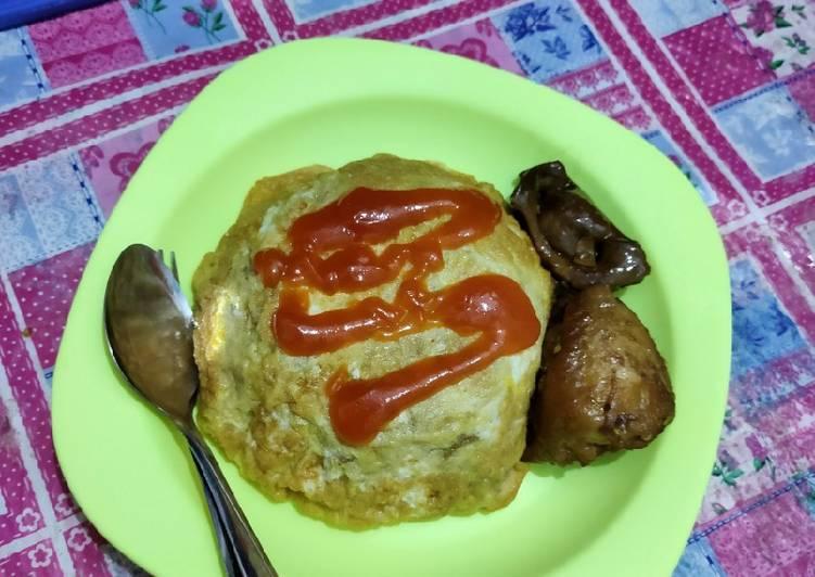 Nasi goreng Pattaya (nasgor ditutup telur dadar)