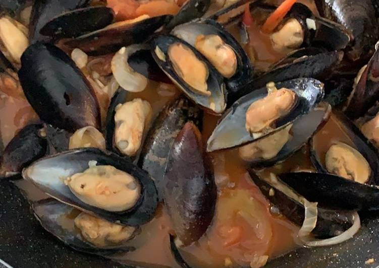 Mussels in Chili tomato sauce