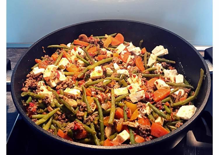 Paprika-Hackfleisch-Pfanne mit Bohnen und Feta