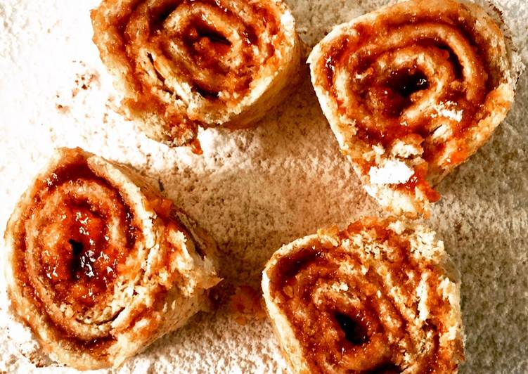 5 Minute Simple Way to Prepare Fall Bread jam roll