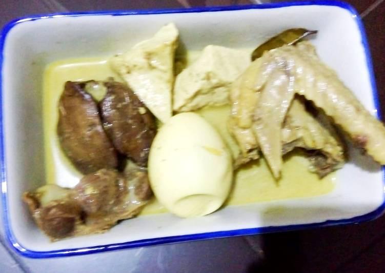 Opor kuning ayam