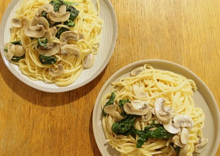 Spinach mushroom cream spaghetti