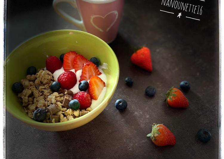 Bowl muesli fromage blanc fruits rouges