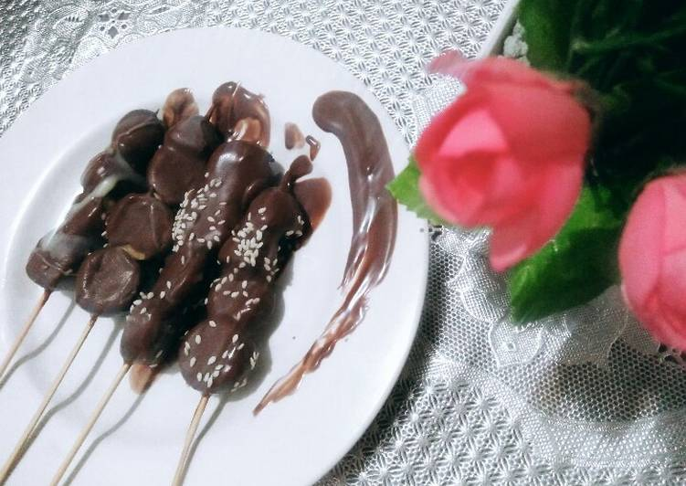 Frozen Banana Stick with Wijen (Very easy and simple)