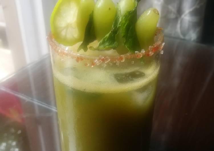 Green grape mojito
