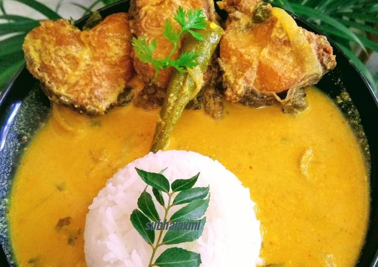 Dahi macha(fish cooked in yogurt with mustard gravy)