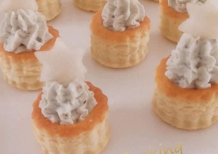 Bouchées feuilletées à crème de roquefort aux noix et leur étoile de poire