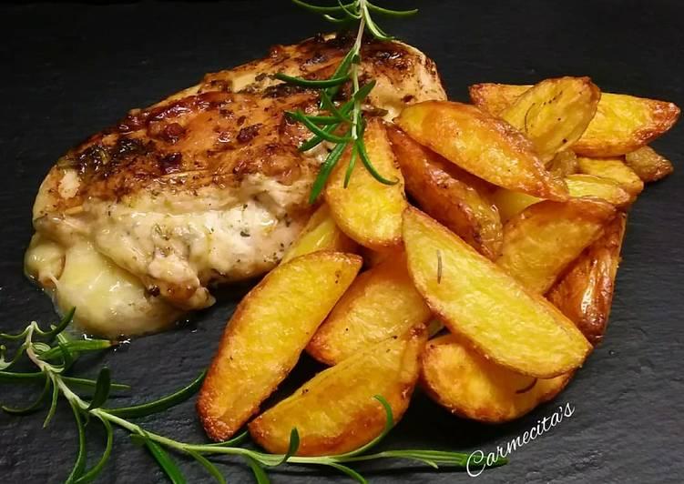 Rosmarin-Kartoffeln und Hühnerbrust gefüllt mit Käse und Speckwürfeln
