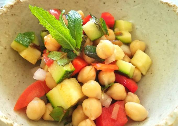 Spicy Garbanzo Mint Salad