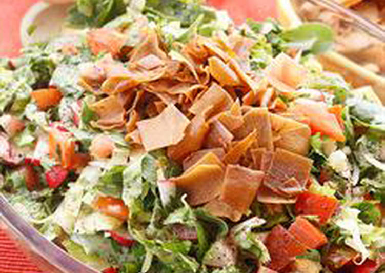 How to Make Any-night-of-the-week Bread and vegetables salad with sumac - fattoush