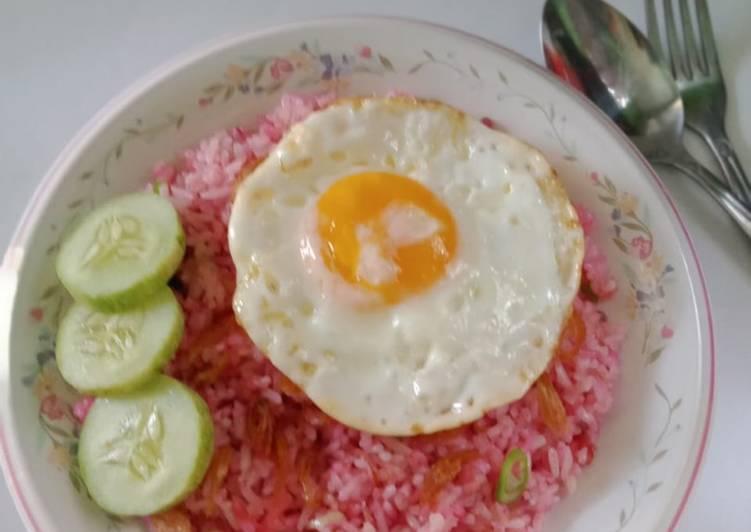 Nasi Goreng Pink Kulit Buah Naga