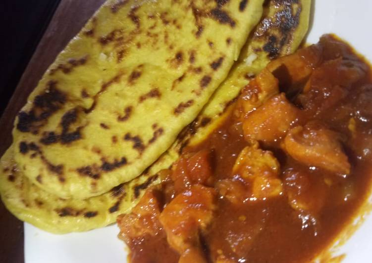 Butter naan with spicy chicken curry