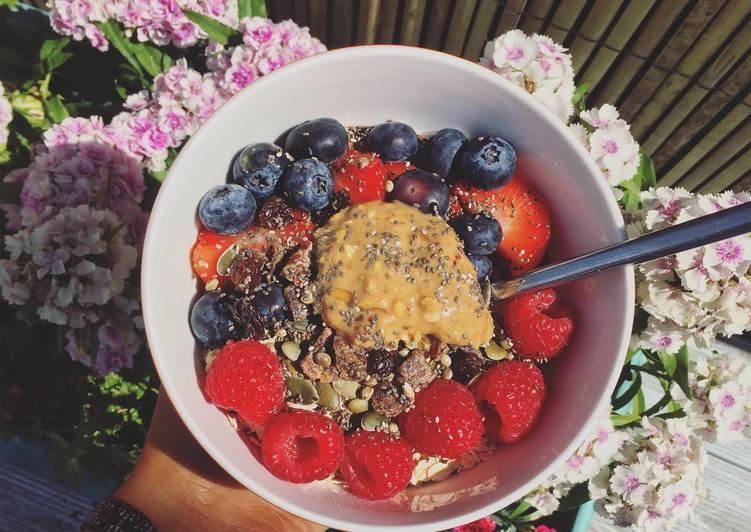 Recipe of Avocado-Cacao breakfast bowl (avo-choc bowl) Homemade
