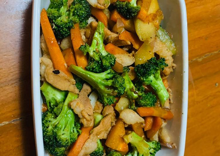 Recipe: Perfect Broccoli and carrots in oyster sauce